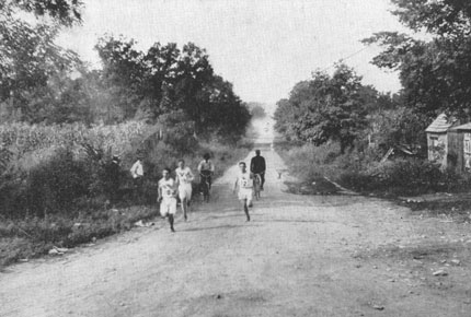 Marathon_race_during_1904_Summer_Olympics